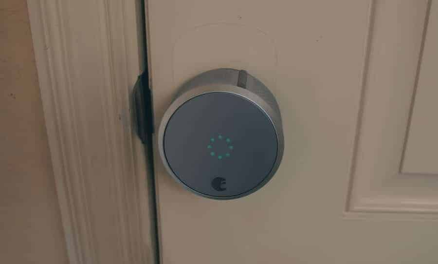 does a smart door lock without electricity